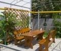Анапа гостевой дом Флагман скамейки во дворе