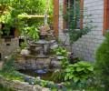 Гостевой дом в Анапе во дворе фонтанчик