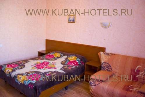 Частный гостевой дом кровать с диваном