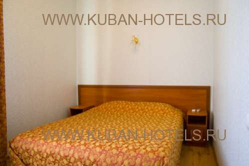 Частный гостевой дом в Анапе - двуспальная кровать