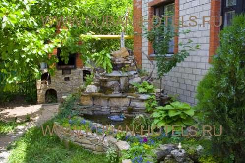 Гостевой дом в Анапе красивый зеленый двор